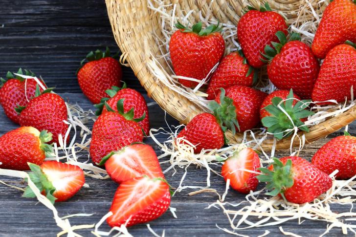Strawberry Basket wallpaper