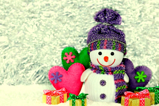 Homemade Snowman with Gifts Wallpaper for Android, iPhone and iPad