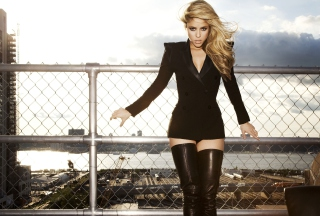 Shakira Tigh High Black Boots - Obrázkek zdarma pro Samsung Galaxy Tab S 8.4