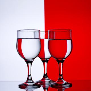 Red White Stemwares - Obrázkek zdarma pro 208x208
