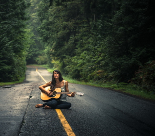 Girl Playing Guitar On Countryside Road - Obrázkek zdarma pro iPad Air