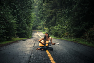 Girl Playing Guitar On Countryside Road - Obrázkek zdarma pro 1600x900
