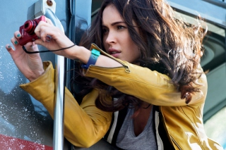 Megan Fox In Teenage Mutant Ninja Turtles - Obrázkek zdarma pro LG P970 Optimus