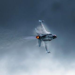 F 16 Fighting Falcon - Obrázkek zdarma pro iPad 2