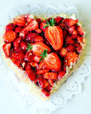 Heart Cake with strawberries - Obrázkek zdarma pro iPhone 5