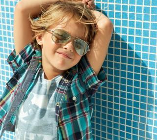 Stylish Little Boy In Sunglasses - Obrázkek zdarma pro 320x320