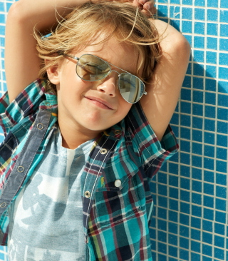 Stylish Little Boy In Sunglasses - Obrázkek zdarma pro 360x400