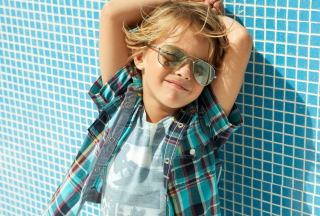 Stylish Little Boy In Sunglasses - Obrázkek zdarma pro Widescreen Desktop PC 1600x900