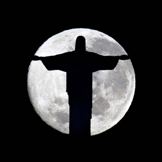 Full Moon And Christ The Redeemer In Rio De Janeiro - Obrázkek zdarma pro iPad 2
