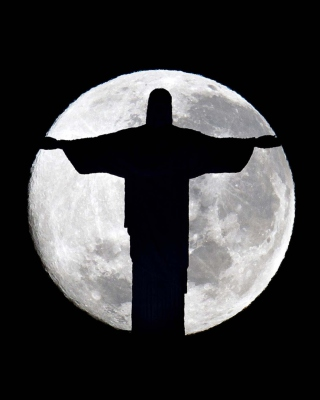 Full Moon And Christ The Redeemer In Rio De Janeiro - Obrázkek zdarma pro Nokia 300 Asha
