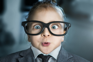 Funny Child In Big Glasses - Obrázkek zdarma pro Desktop Netbook 1366x768 HD
