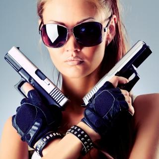 Girl with Pistols - Obrázkek zdarma pro iPad 3