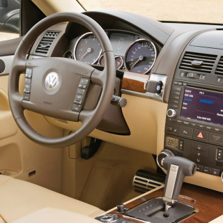 Volkswagen Touareg v10 TDI Interior - Obrázkek zdarma pro iPad Air