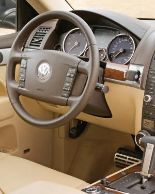 Volkswagen Touareg v10 TDI Interior - Obrázkek zdarma pro 240x432