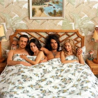 Mila Kunis, Kristen Bell in Forgetting Sarah Marshall - Obrázkek zdarma pro 128x128