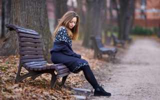 Free Beautiful Girl Sitting On Bench In Autumn Park Picture for Android, iPhone and iPad
