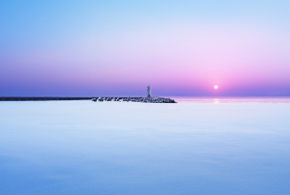 Lighthouse On Sea Pier At Dawn - Obrázkek zdarma pro 1366x768