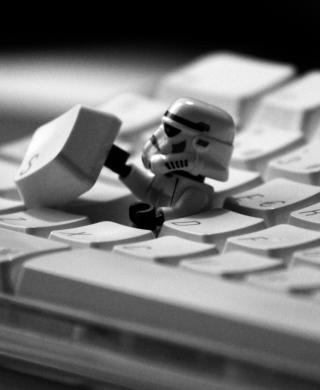 Keyboard Soldier - Obrázkek zdarma pro Nokia Asha 305