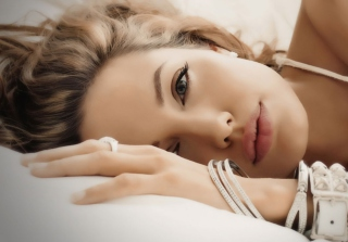 Angelina Jolie - Obrázkek zdarma pro Motorola DROID 3