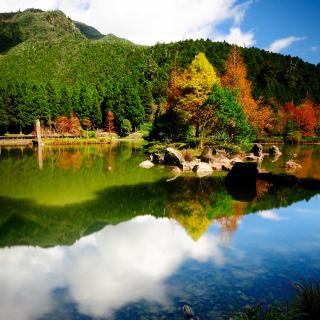 Reflections on Deep Lake - Obrázkek zdarma pro 1024x1024
