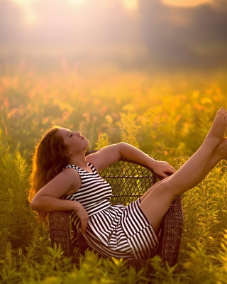Countryside Girl - Obrázkek zdarma pro Nokia C3-01 Gold Edition