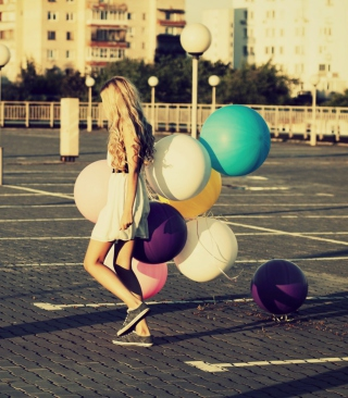 Happy Girl With Colorful Balloons - Obrázkek zdarma pro Nokia C-Series