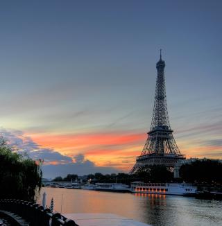 First Time In Paris - Obrázkek zdarma pro iPad
