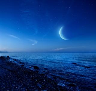 Moon On Gravel Beach - Obrázkek zdarma pro iPad mini