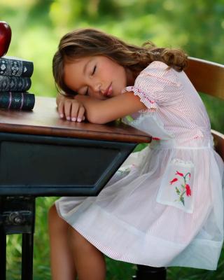 Kid at School - Obrázkek zdarma pro 240x432
