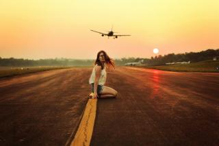 Airplane Over Girl's Head - Fondos de pantalla gratis para Nokia X2-01