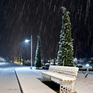 Snowstorm and light lanterns - Obrázkek zdarma pro 2048x2048