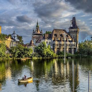 Vajdahunyad Castle in Budapest - Obrázkek zdarma pro iPad 2
