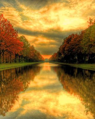 Autumn Channel - Obrázkek zdarma pro 640x960