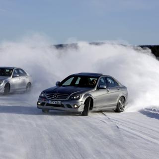 Mercedes Snow Drift - Obrázkek zdarma pro iPad 3