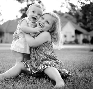 Sister Love - Obrázkek zdarma pro 1024x1024