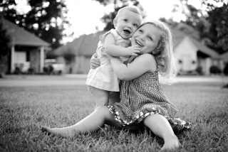 Sister Love - Obrázkek zdarma pro 1600x900