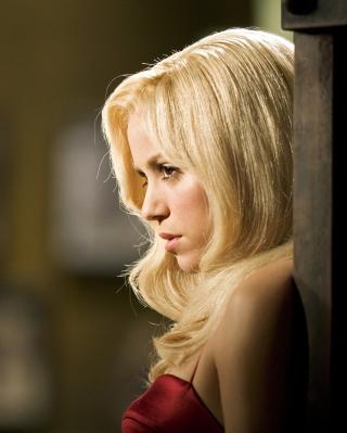 Shakira Serious - Obrázkek zdarma pro Nokia Asha 306