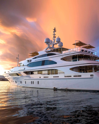 Superyacht In Miami - Obrázkek zdarma pro Nokia Asha 309