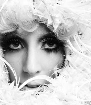 Lady Gaga White Feathers - Obrázkek zdarma pro Nokia X2