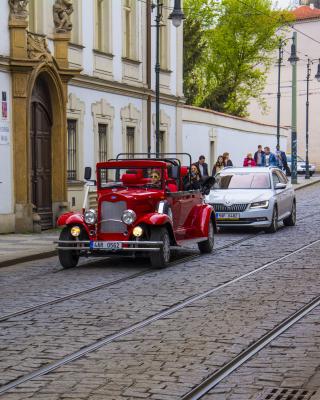 Prague Retro Car - Obrázkek zdarma pro 360x480