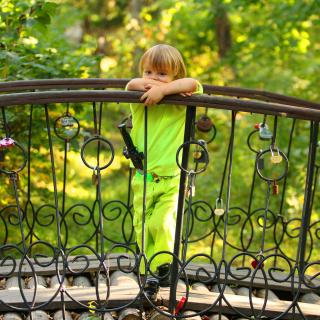 Pensive child - Obrázkek zdarma pro 320x320