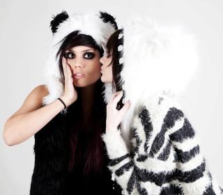 Panda Girls Costume - Obrázkek zdarma pro iPad 2