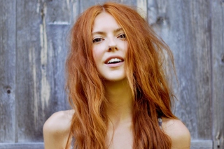 Free Gorgeous Redhead Girl Smiling Picture for Android, iPhone and iPad