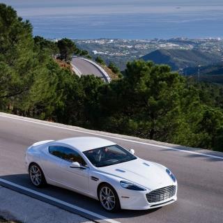 Aston Martin on Highway - Obrázkek zdarma pro iPad