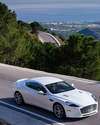 Aston Martin on Highway - Obrázkek zdarma pro Nokia X7