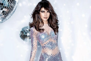 Free Priyanka Chopra Glitter Dress Picture for Android, iPhone and iPad
