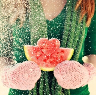 Heart Shaped Winter Watermelon - Obrázkek zdarma pro iPad