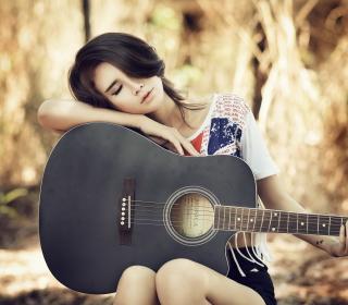 Pretty Girl With Guitar - Obrázkek zdarma pro 208x208