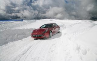 Обои Ferrari In Winter для телефона