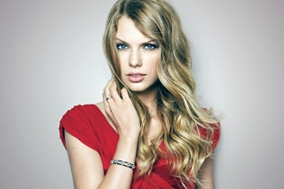 Free Taylor Swift Posh Portrait Picture for Android, iPhone and iPad
